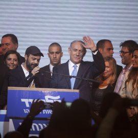 בנימין נתניהו לאחר פרסום תוצאות מדגמי הטלוויזיה בליל הבחירות, גני התערוכה תל אביב,17 במרץ 2015 (Lior Mizrahi/Getty Images)