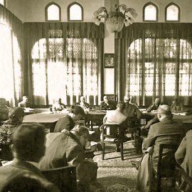 חיים וייצמן מעיד בפני חברי ועדת פיל, 1936 (הארכיון הציוני)