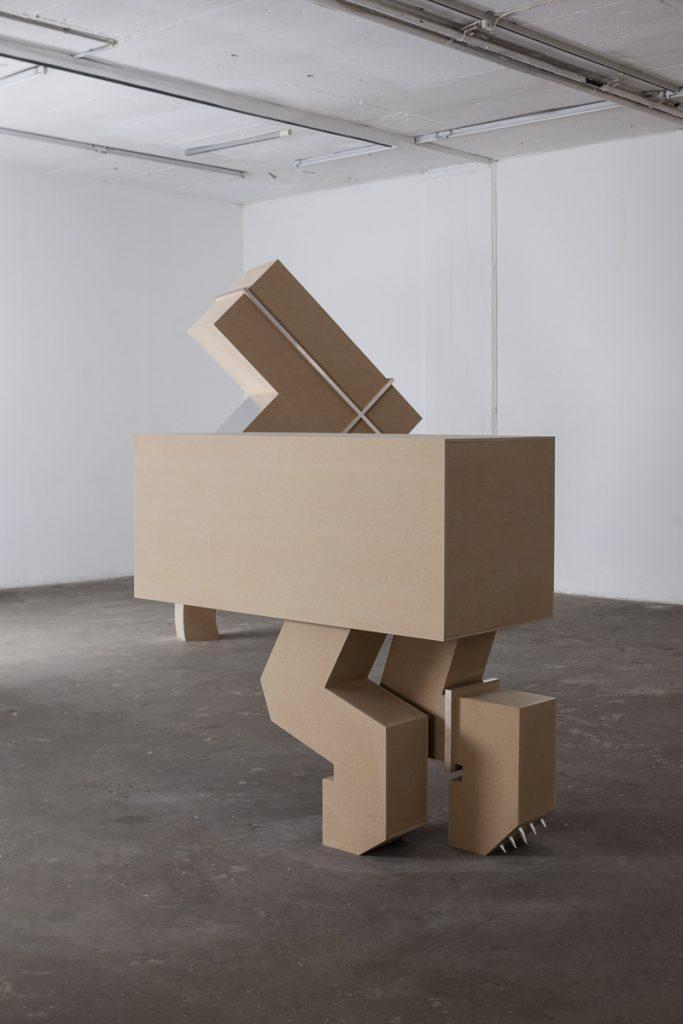 אלונה רודה, The Runner, The Carrier, מראה הצבה גלריה רוזנפלד תל אביב, 2015 (צילום: טל ניסים)
