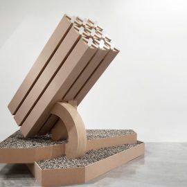 אלונה רודה, כיפת ברזל יורדת במדרגות, מראה הצבה, מוזיאון פתח תקווה לאמנות, 2015 (צילום: מיכל בראור)